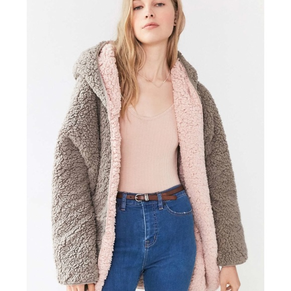 25a87f3c URBAN OUTFITTERS REVERSIBLE SHERPA FLEECE JACKET. M_5adf59875512fd068eba7be1